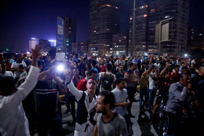 Demonstranten in Caïro roepen om het aftreden van president Al-Sisi.