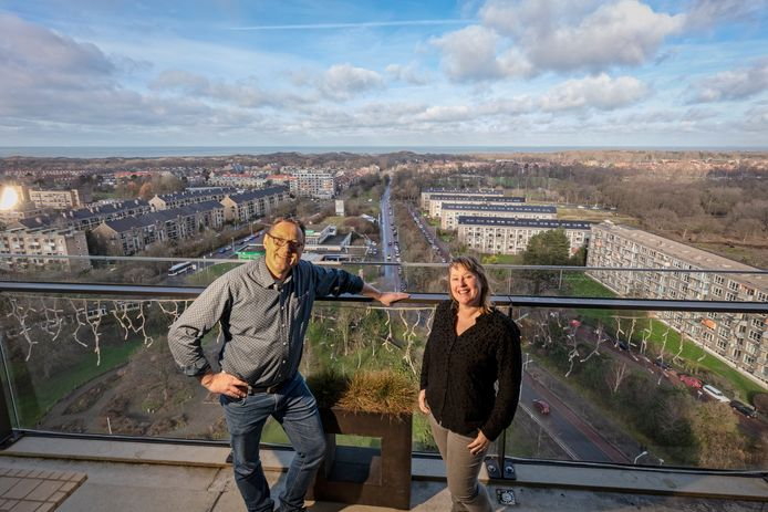 Michiel Rogier en zijn vrouw wonen op 19 hoog.  Van Boven