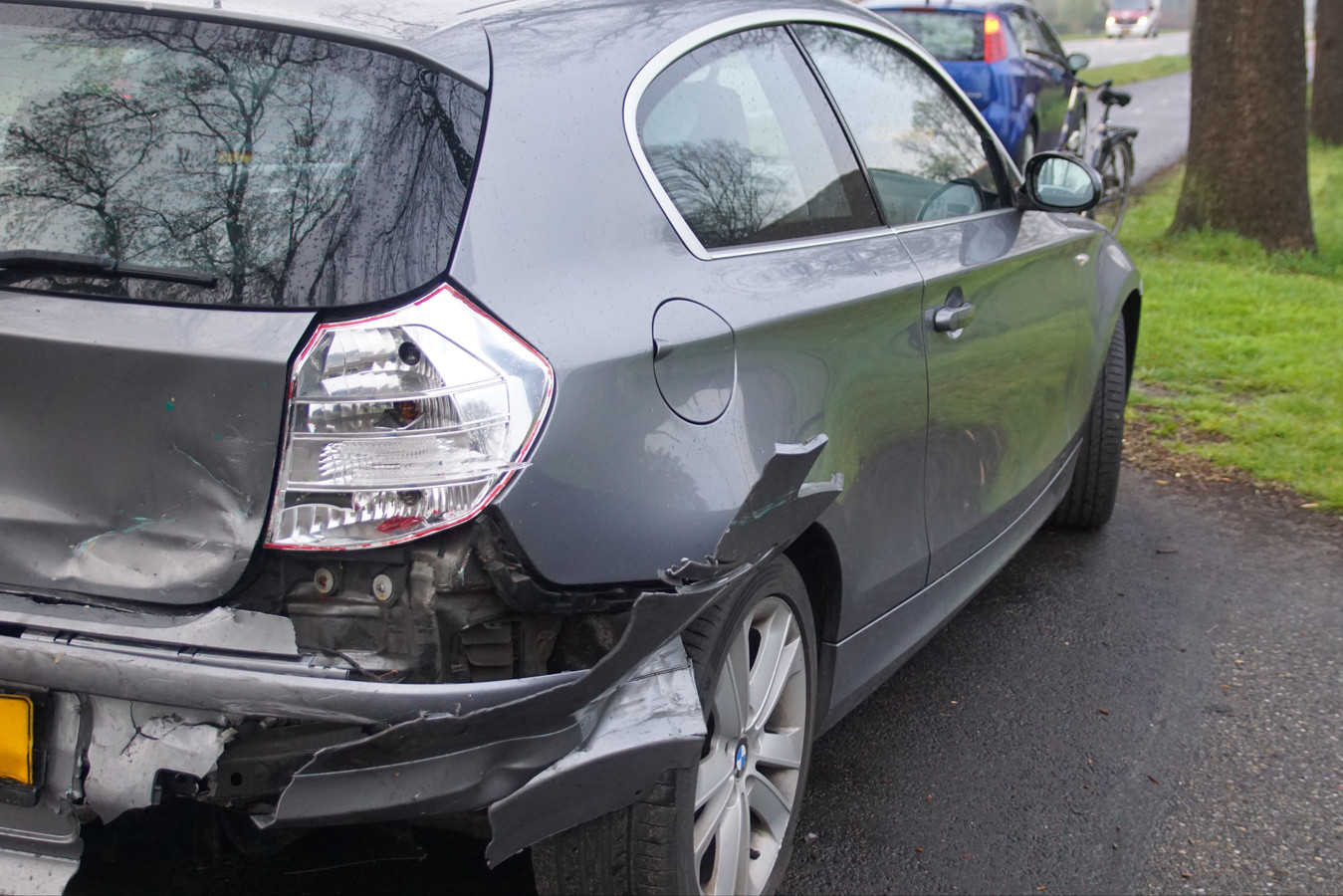 De schade aan de auto's is flink.