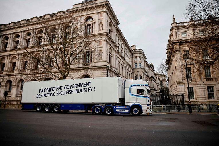 Een vrachtwagen van de boze vissers in Londen. Beeld AFP