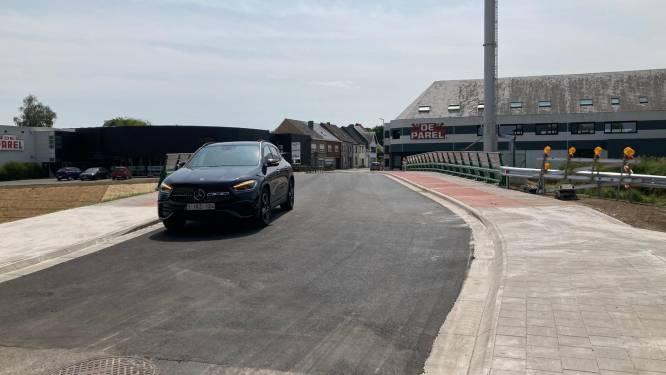 Spoorwegbrug Tolstraat in Nieuwerkerken weer open voor het verkeer