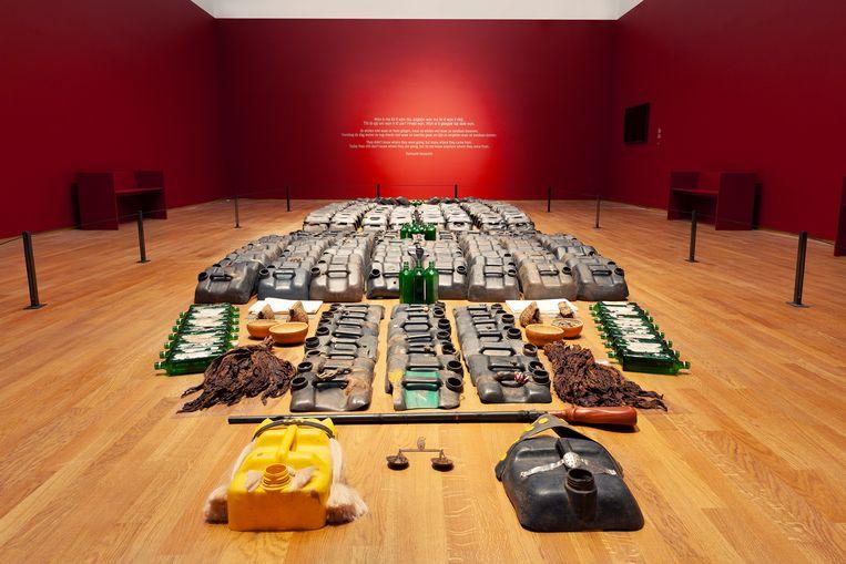 Romuald Hazoumè, La Bouche du Roi, 1997-2005, gemengde materialen, 10 x 2,9 meter Beeld Rijksmuseum