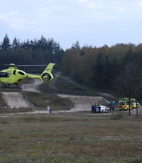 Mountainbiker valt ongelukkig en raakt zwaargewond in natuurgebied bij Rhenen