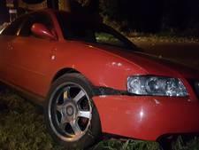 Automobilist eindigt na avond stappen in Saasveld in de sloot