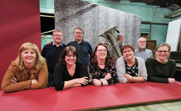 De cast van De Eerste Viool, de nieuwe productie van het Tielts Volkstoneel.