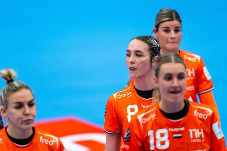 Maandag 14 december: De Nederlandse handbalster Lois Abbingh baalt na de wedstrijd tegen Duitsland tijdens de tweede ronde van het EK handbal voor vrouwen. Beeld ANP