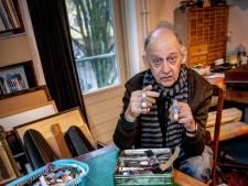 Kunstenaar John (70) verzamelt horloges: 'Soms koop ik een schoenendoos vol'