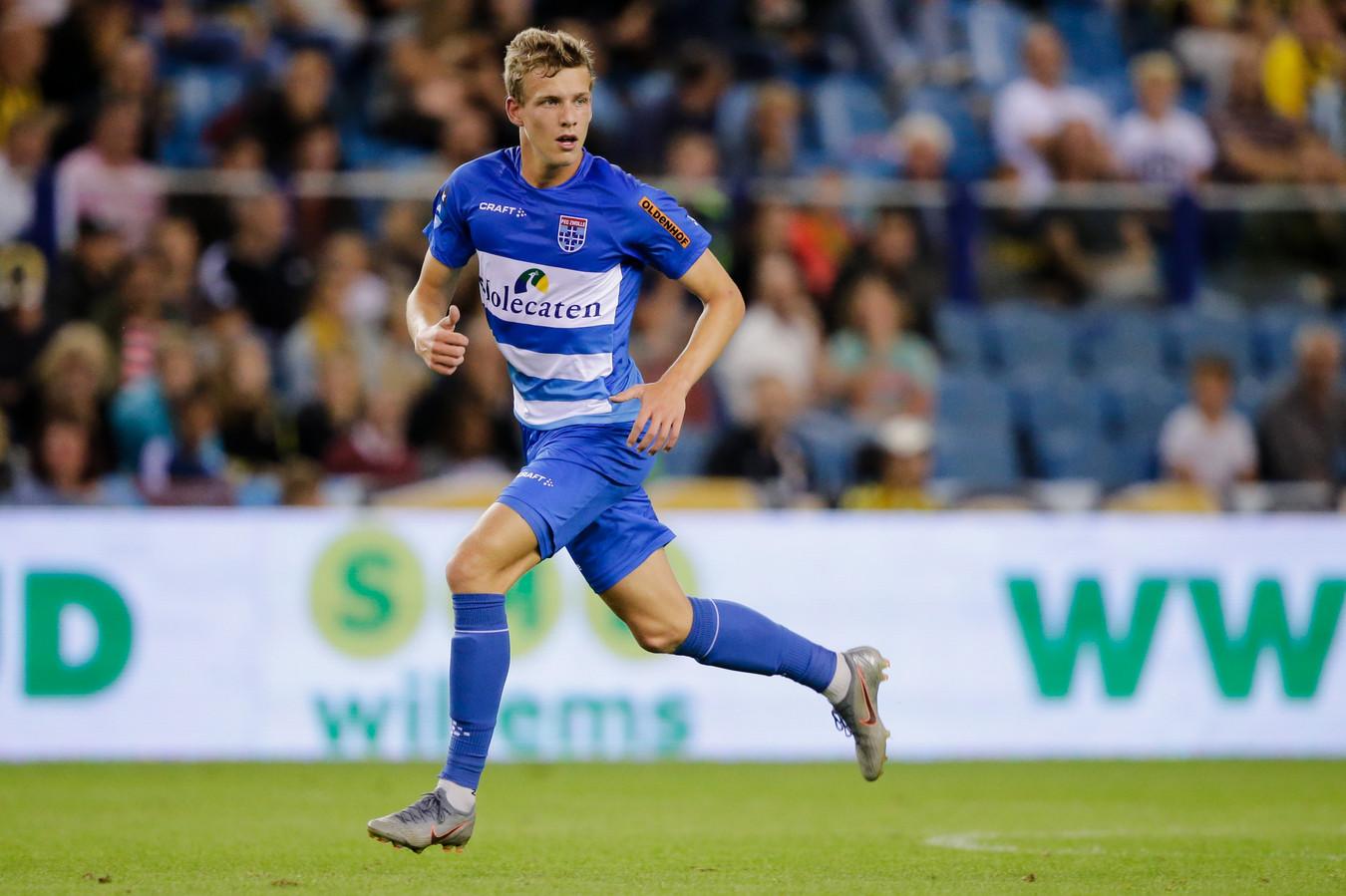 Jarno Westerman (17) heeft zijn toekomst verbonden aan PEC Zwolle door een eerste profcontract - tot medio 2022 - te signeren.