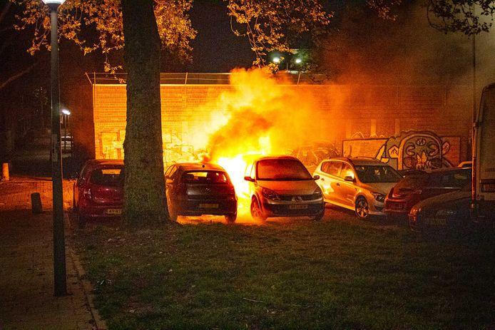 In 2,5 week tijd gingen al 20 auto's in vlammen op in de stad.