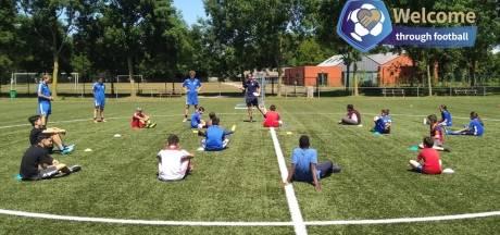 """KAA Gent helpt jonge nieuwkomers integreren via sport: """"Kracht van voetbal om mensen bij elkaar te brengen"""""""