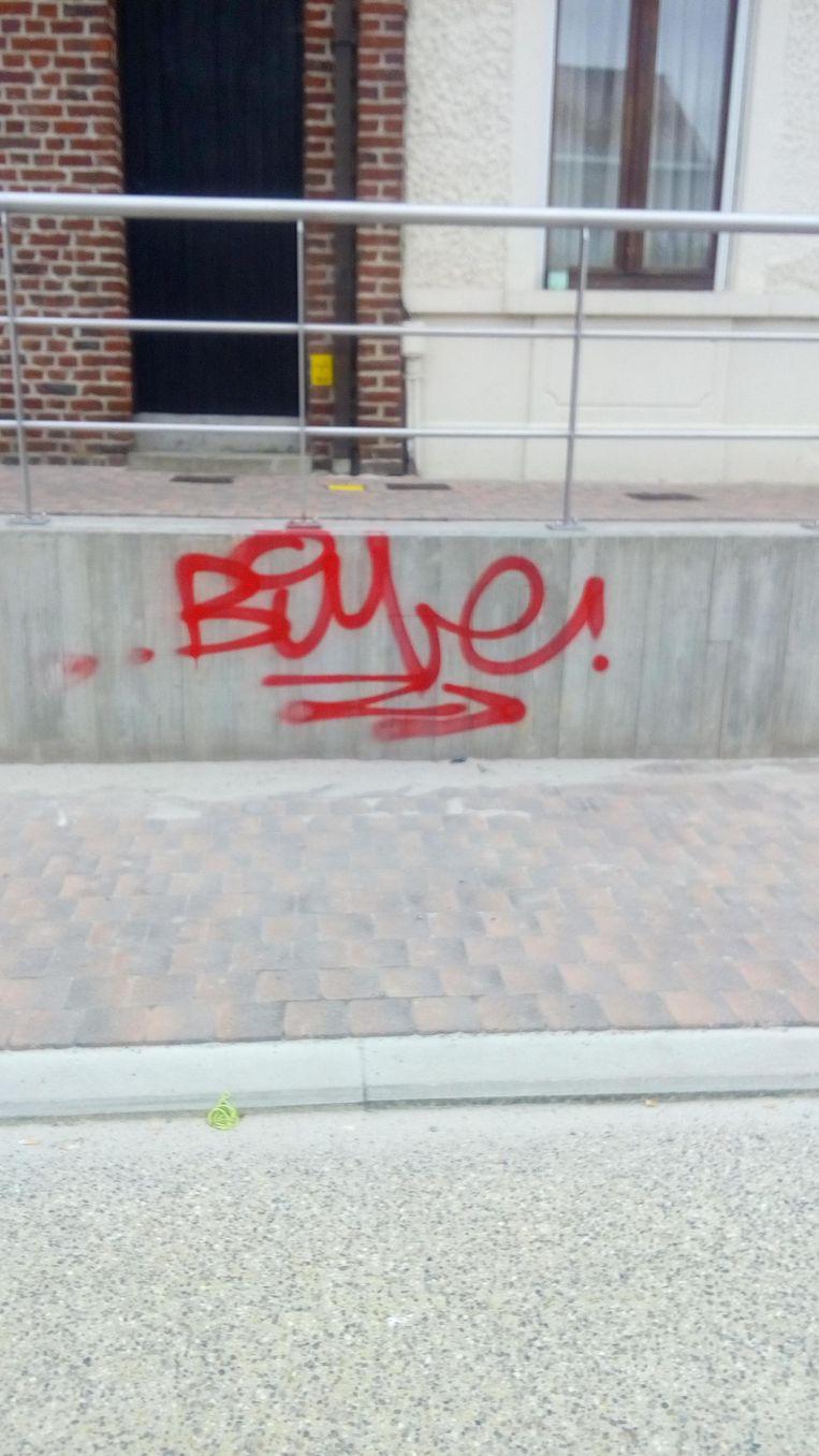 Gisteren kon men niet naast de graffiti kijken.