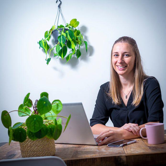 Caroline van Ooijen (25) begon september dit jaar vanuit huis met een nieuwe baan als juridisch consulent begon bij FNV.