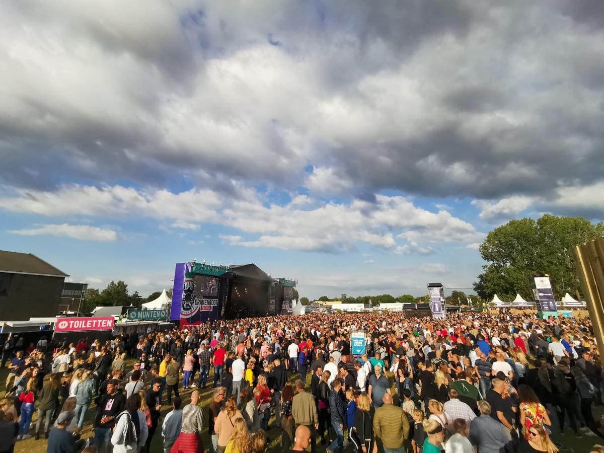 Zoals het er nu voorstaat, zullen bijna 10.000 mensen op vrijdag 10 september Suzan & Freek, Kraantje Pappie en Van Dik Hout op het Zwitsalterrein bewonderen.