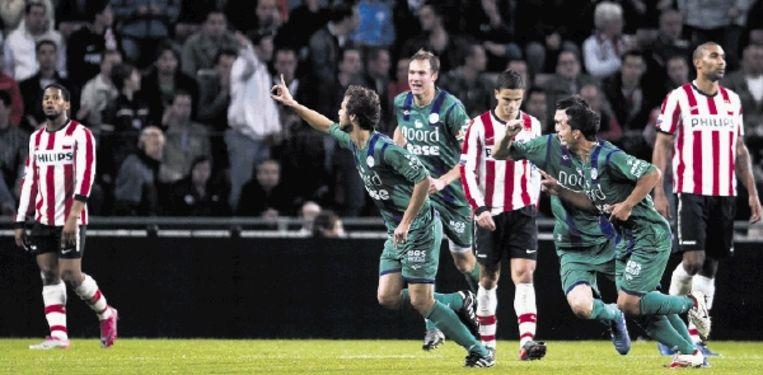 De spelers van Groningen juichen nadat Gonzalo Garcia (links, met geheven wijsvinger) de club op de valreep langszij heeft gebracht. (FOTO TOUSSAINT KLUITERS, ANP) Beeld ANP