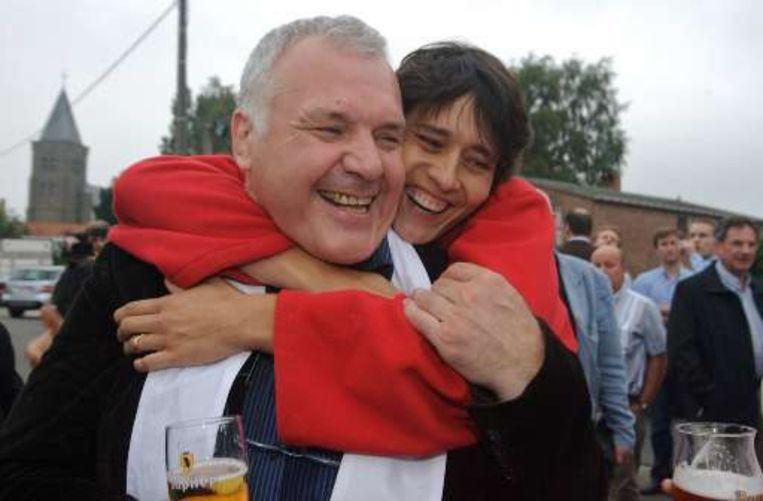 Werbrouck viert de verkiezingsuitslag met Jean-Marie Dedecker. Beeld UNKNOWN