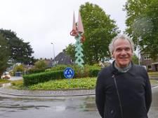 Metalen denneboom is geïmproviseerd middelpunt Wilderinkshoek in Hengelo, mét Stork-thema