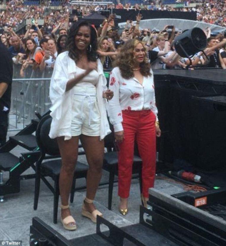 Michelle Obama met  Tina Knowles, de moeder van Beyoncé.