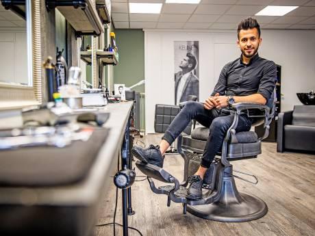 Mohammad vluchtte als tiener alleen voor de oorlog, nu runt hij zijn eigen kapsalon: 'Ik heb er mijn tanden ingezet'