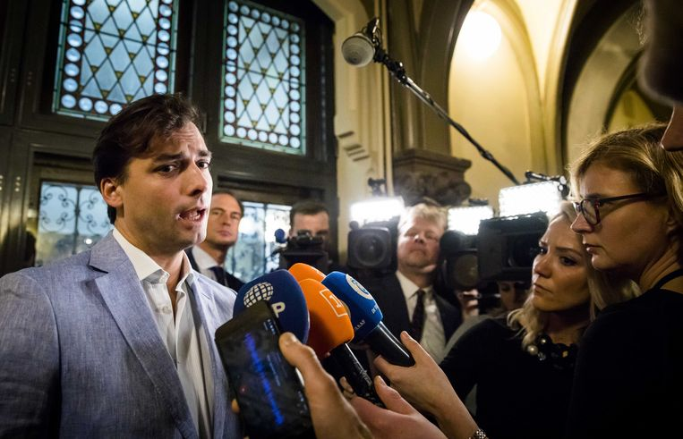 Thierry Baudet staat de pers te woord in de Tweede Kamer op de dag na de Provinciale Statenverkiezingen.  Beeld nd
