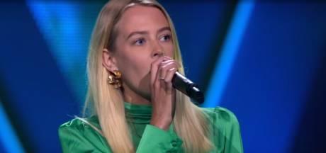 Bijna twee miljoen mensen zien Maaike lied aan haar overleden vader opdragen