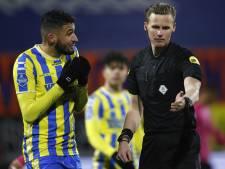 Scheidsrechter Van Eijk na extreem late penalty: 'Ik had moeten gaan kijken, dit was geen strafschop'