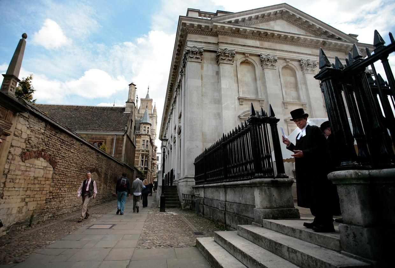 Een mogelijke deal tussen de universiteit van Cambridge en de Verenigde Arabische Emiraten leidt tot ophef onder wetenschappers.  Beeld AFP