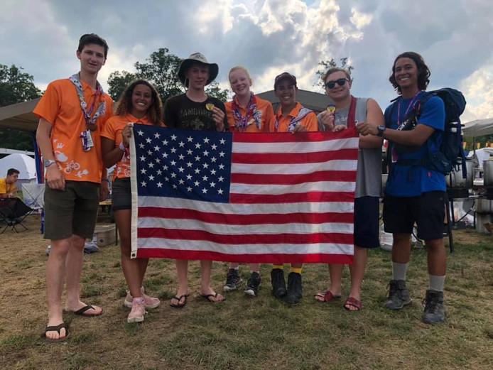 Leden van scoutinggroep John McCormick met scoutingleden uit Scranton.