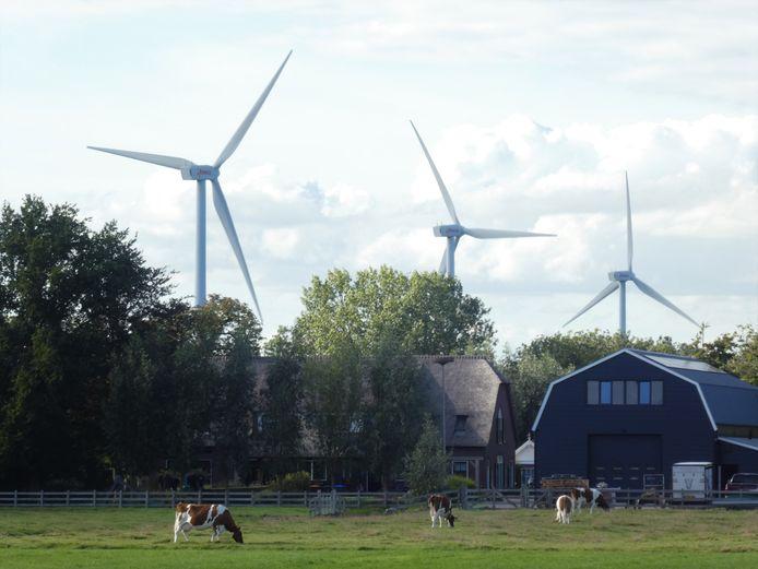 Een paar windmolens bij het bedrijventerrein De Copen in Lopik.