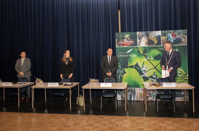 Het nieuwe college van Oisterwijk (vlnr) Eric Logister (D66), Anne Cristien Spekle (VVD), Dion Dankers (PGB) en burgemeester Hans Janssen (CDA)