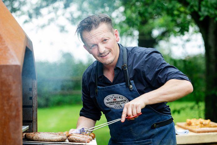 """""""Nadat ik mijn biefstuk uit het zilverpapier haal, bak ik hem altijd nog 45 seconden op gloeiend hete kolen."""""""