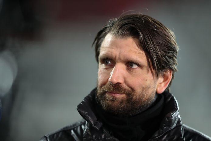 Hyballa bij zijn tweede wedstrijd als trainer van NAC: AZ-uit.