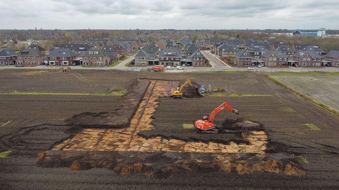 Graafmachines zijn begonnen met het bouwrijp maken van fase 2 in de Staphorster wijk De Slagen. Daar verrijzen de komende jaren 114 woningen.
