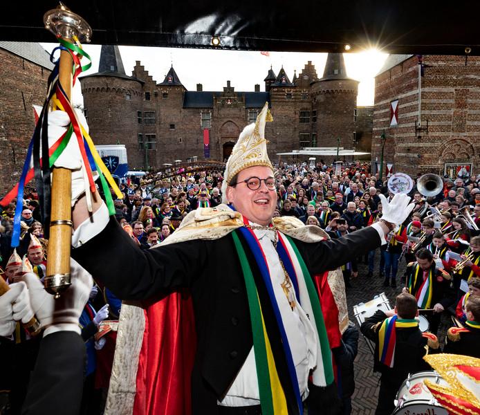 Broos Swinkels na zijn presentatie als Prins Briek de 47ste van de Keiebijters.