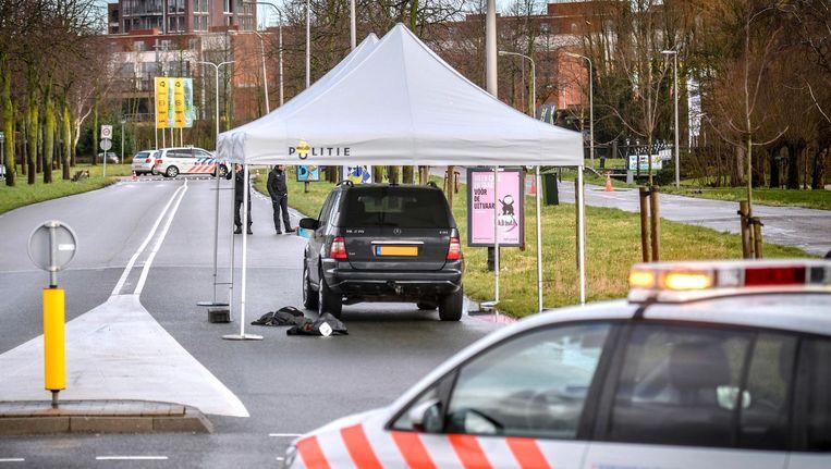 Politieonderzoek op de Oude Dreef, waar een 39-jarige man is overleden na een incident waarbij de politie betrokken is geweest. Beeld anp