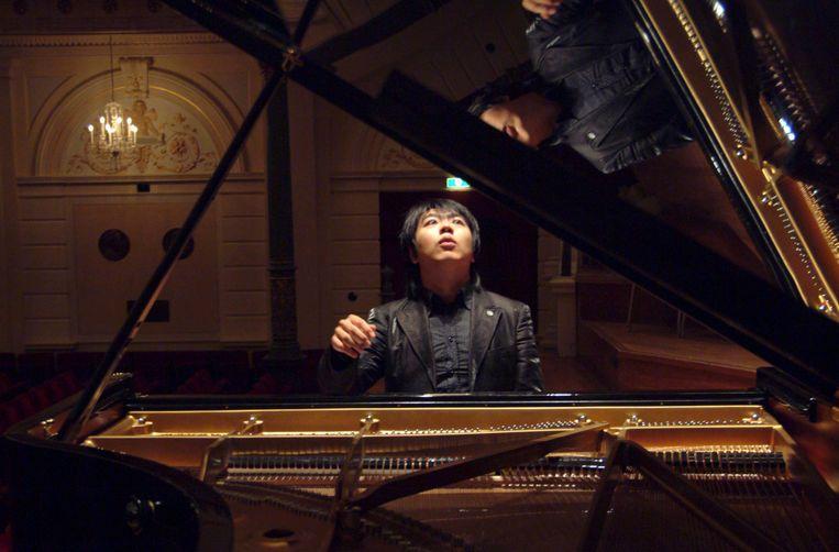 Pianist Lang Lang in 2005 tijdens zijn debuut in de serie Meesterpianisten in het Amsterdamse Concertgebouw.  Beeld Foto HH