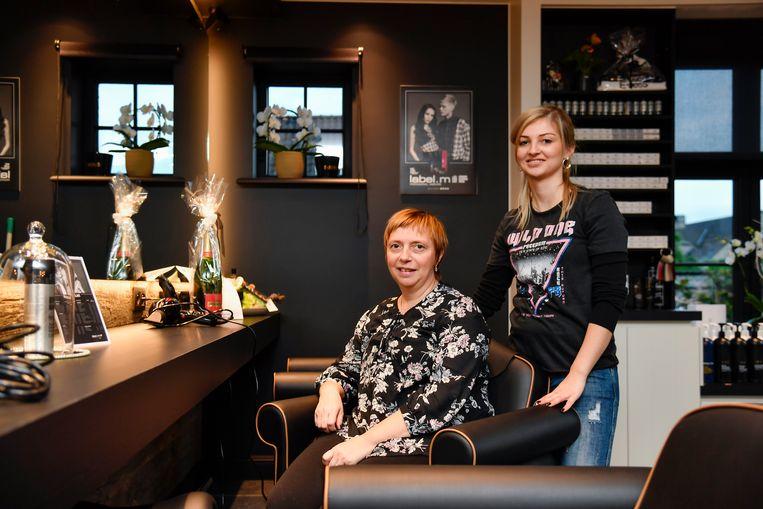 """Jessica samen met haar mama Karine Vanden Bonne. """"Ik wil me ook inzetten voor kankerpatiënten, omdat ik bij mama gezien heb hoe belangrijk dat is voor hun welbevinden"""", zegt ze."""