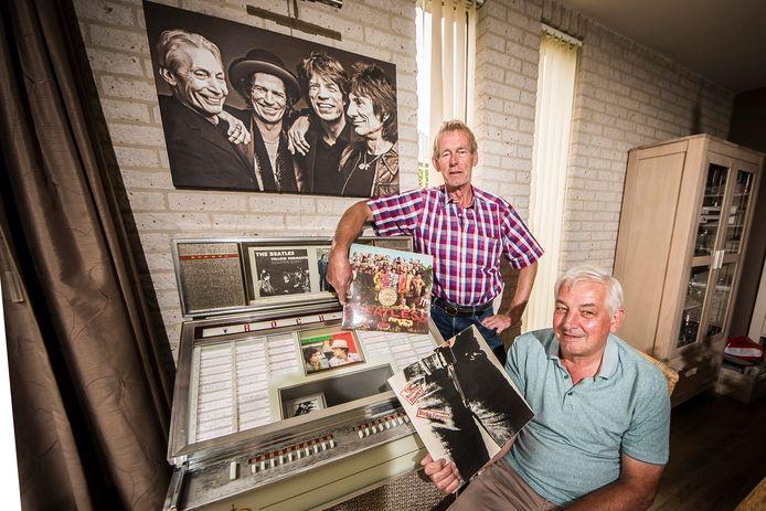 Harry Lenferink (l) en Gerard Schepers houden 'The Battle of the Sixties' in Fleringen met optredens van tributebands van The Beatles en The Rolling Stones.