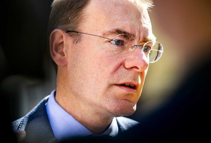 Menno Snel, staatssecretaris van Financiën, sprak vandaag met ouders die kinderopvangtoeslag misliepen doordat ze verdacht werden van fraude. De Belastingdienst verloor daarbij de 'menselijke maat' uit het oog, erkende hij.