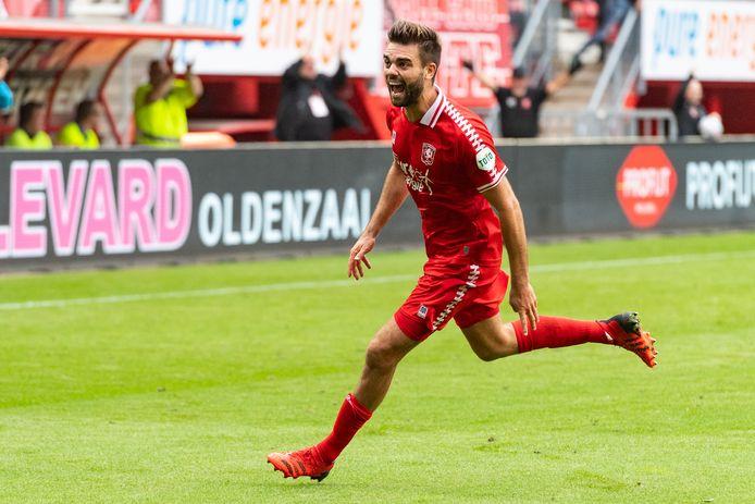 Robin Pröpper na zijn (winnende) goal tegen FC Utrecht.