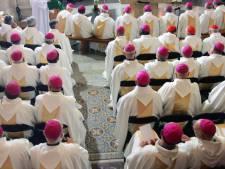 Pédocriminalité dans l'Église: appel à la démission des évêques en France
