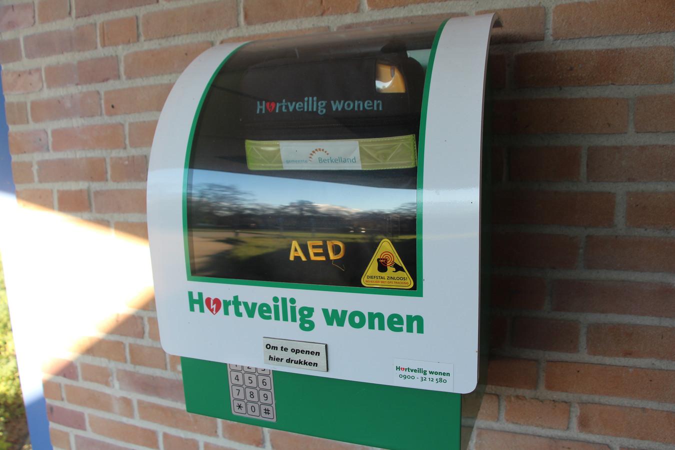 AED bij entree gemeentehuis van Berkelland in Borculo.