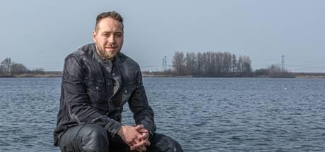 Depressief, alcoholverslaafd en het liefst alleen: Robin uit Zwolle openhartig over hoe autisme zijn leven onbewust beïnvloedde