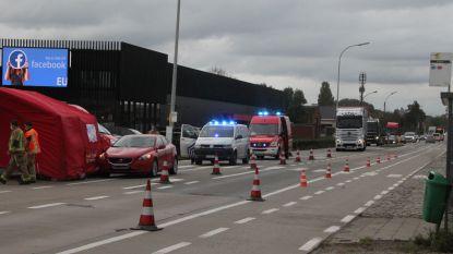 Voetgangster (82) in levensgevaar na aanrijding op zebrapad aan Euro Shop