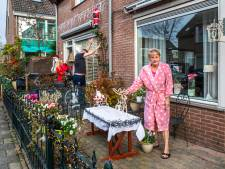 De kerstversiering hangt al weken in Sterrenwijk: 'Al nodigt de koningin je uit, eerste kerstdag vier je bij je ouders'