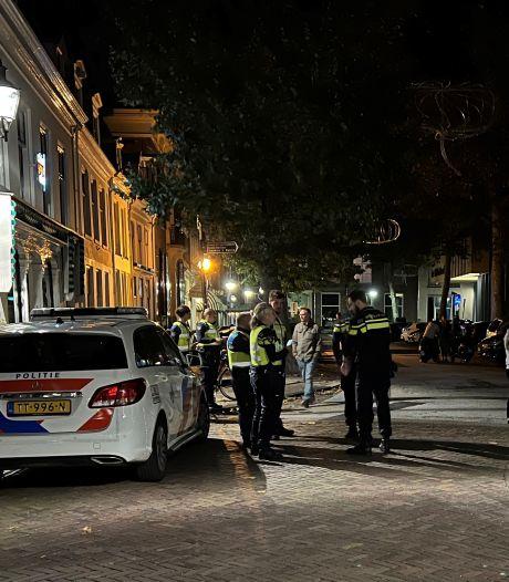 Vechtpartij in centrum Deventer tussen twee groepen: meerdere personen gewond