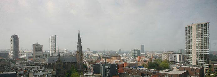 De stedelijke skyline van Eindhoven. Veel verband zit er niet in de hoogbouw. foto Kees Martens IPTCBron  Fotopersburo van de Meulenhof BV Houtse Parallelweg 72 5706 AD  Helmond tel. 0492  475472;MEULENHOF  Eindhoven, skyline.;EDREGIOC de Leeuw;Eindhoven;Nederland
