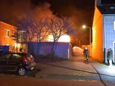 Hoge vlammen bij containerbrand in Tilburg, brandweer kan overslaan vuur voorkomen