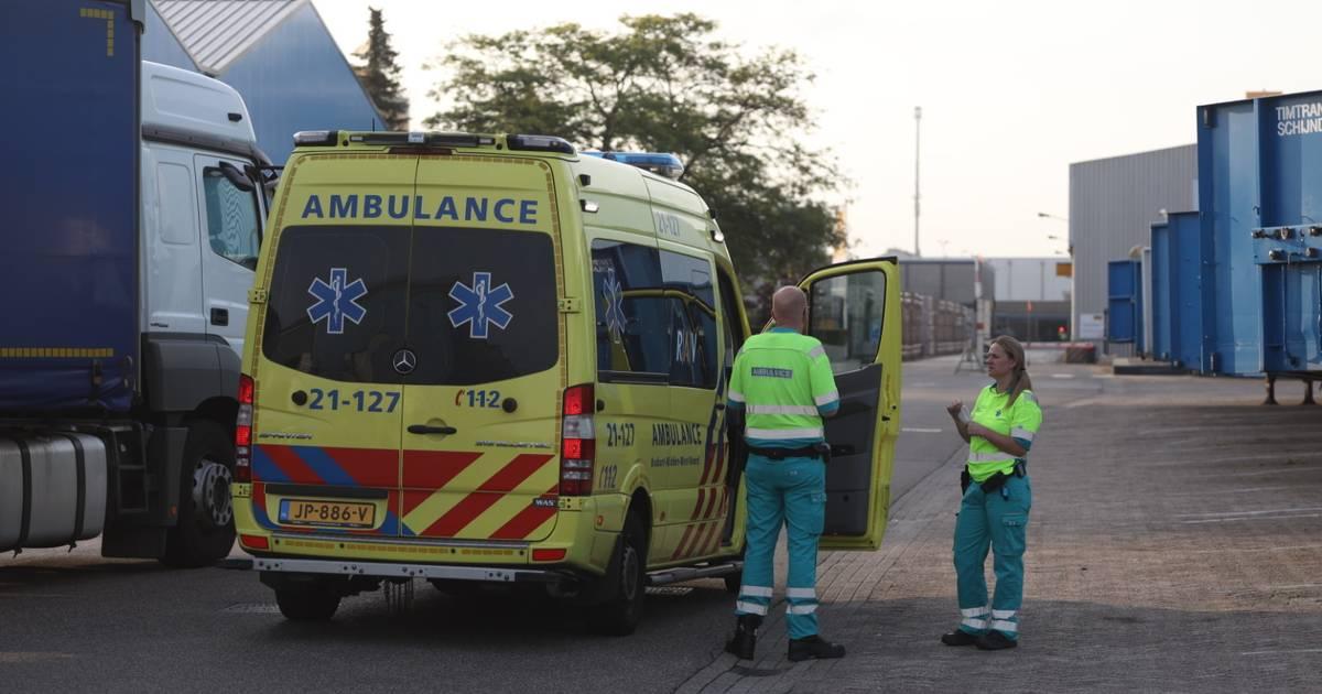 Automobilist aangehouden voor rijden onder invloed na botsing op trailer in Veghel.