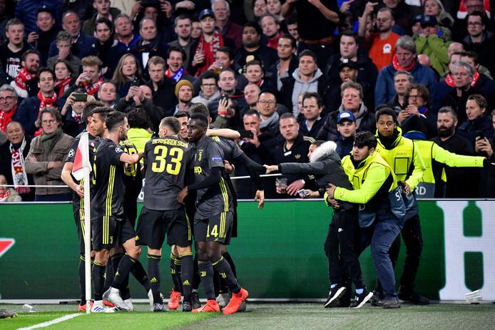 Ook tegen Juventus misdroegen de Ajax-supporter zich.