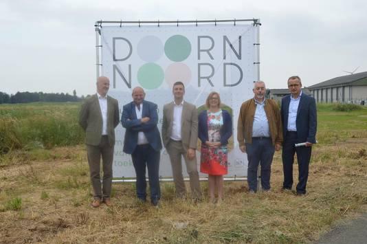 Bart Wallays, directeur SOLVA (links) met een delegatie van het stadsbestuur.